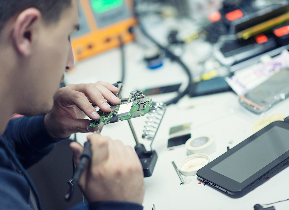 Electronics Engineering Technologist: Occupations in Alberta - alis